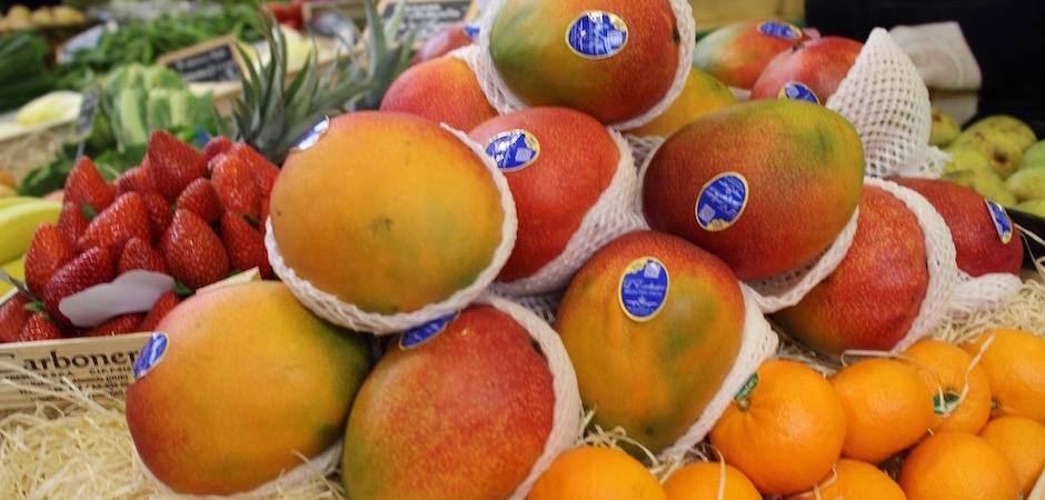 mangue fraiche avion - Le marché de Talensac - la visite foodie à Nantes