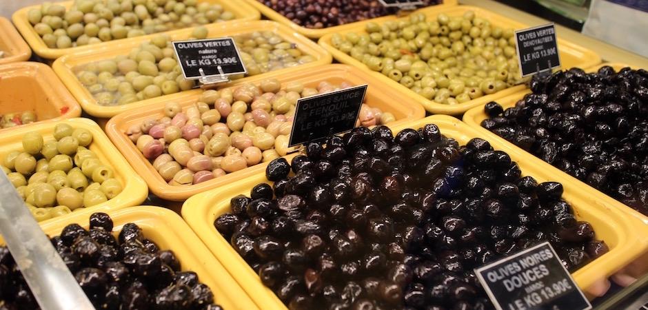 olives vertes et noires apéro - Le marché de Talensac - la visite foodie à Nantes