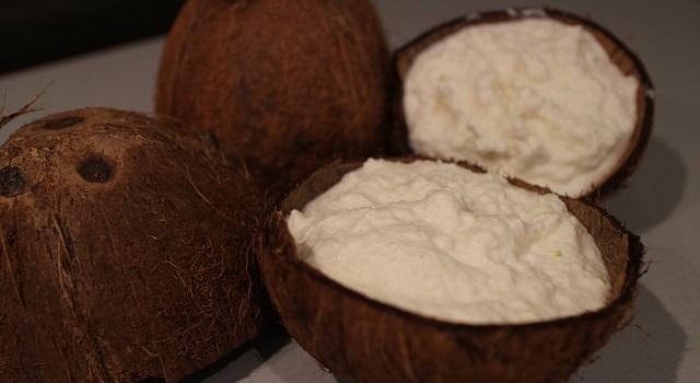 servir dans des noix de coco - Coco givré, la glace coco avec des vraies noix de coco