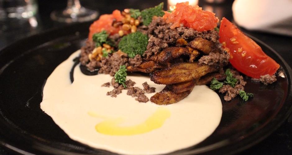 Plat de viande Sinia Tahini - Maison Else - table tendance parisienne