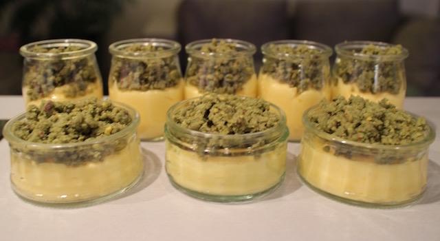 ajouter le crumble de pistaches cru - Crumble citron - pistache
