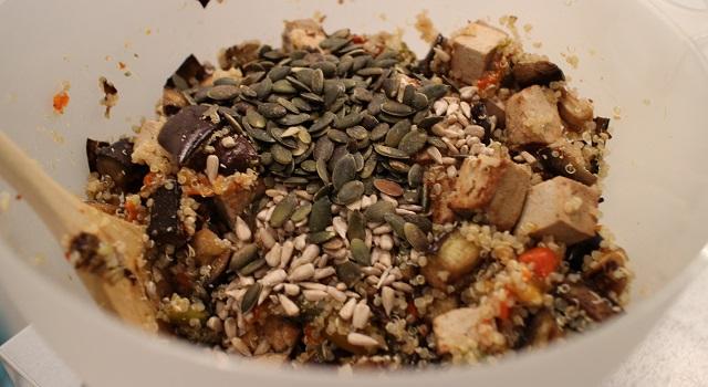 ajouter les graines de courge et tournesol - Recette Salade bien dans ma tête et dans mon corps