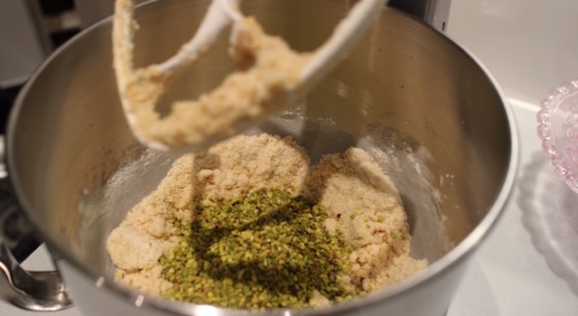 ajouter les pistaches hachées - Croustillant pistache