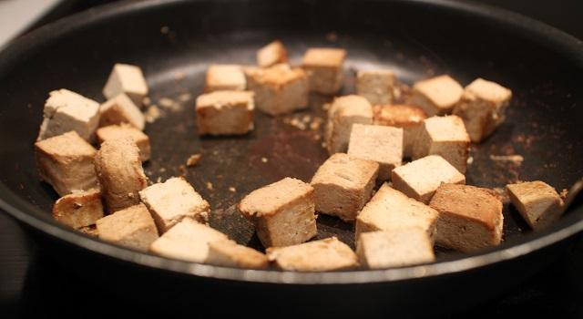 faire griller le tofu avec du soja - Recette Salade bien dans ma tête et dans mon corps
