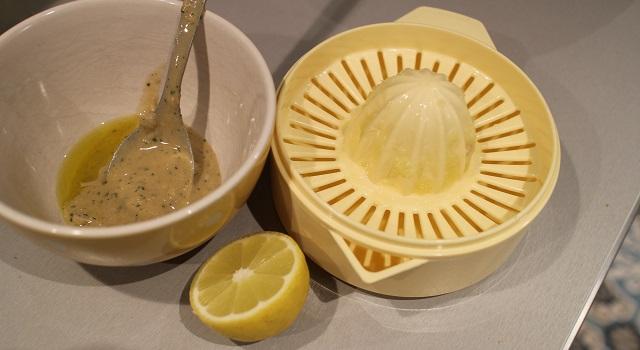 préparer la sauce au tahini citron et olive - Recette Salade bien dans ma tête et dans mon corps