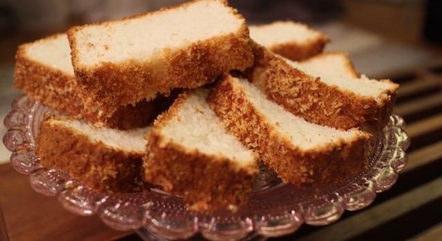 servir le gateau pour le gouthé thé petit déjeuner - recette Gâteau nuage de coco