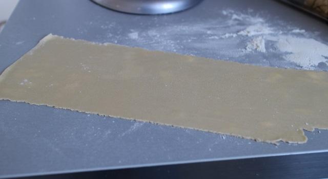 abaisser les pâtes maison au laminoir - Lasagnes blanches au poulet