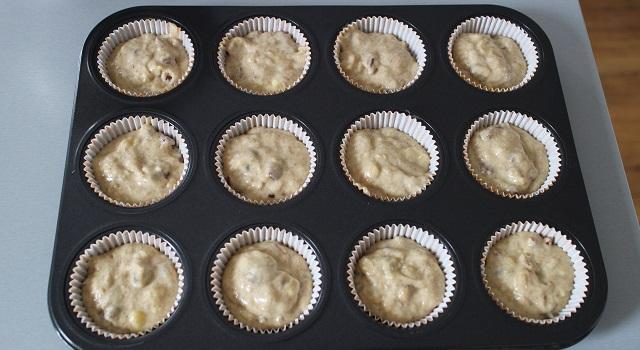 répartir l'appareil dans les moules - Muffins banane pecan cœur caramel beurre salé
