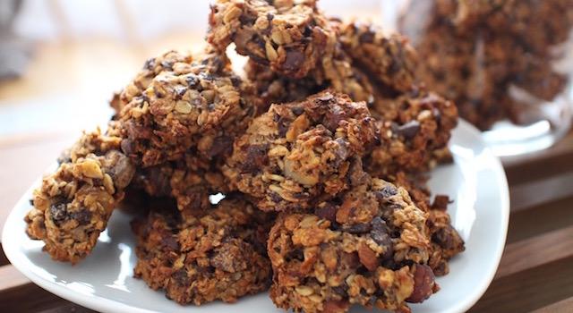 servir les cookies au petit déjeuner ou après le sport - Cookies des sportifs banane, chocolat, noisette