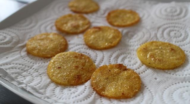absorber le surplus d'huile - Toasts de polenta, parme, tomate séchée