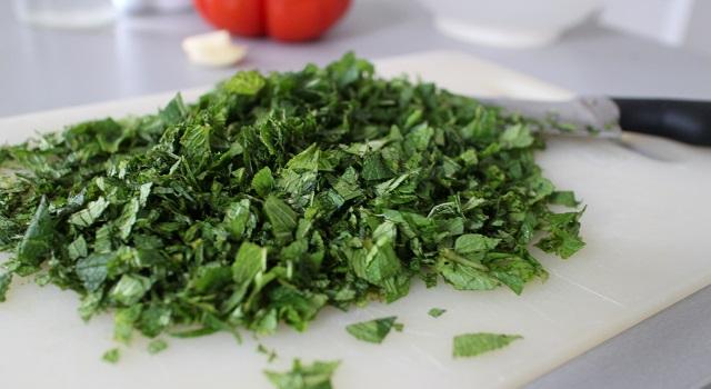 hacher la menthe - Tabouleh de menthe fraîche