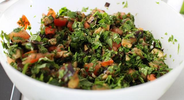 mélanger les légumes - Tabouleh de menthe fraîche