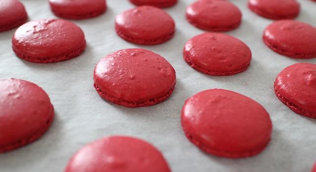 macarons parfaitement cuits - Macarons aux fraises fraîches