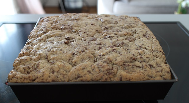 sortir le brookie du four - Brookie - le gâteau de folie