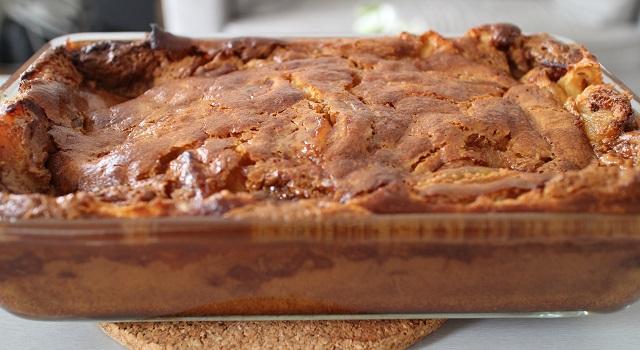 sortir le far une fois qu'il est bien cuit et doré - Far 100 breton pommes caramélisées et caramel beurre salé