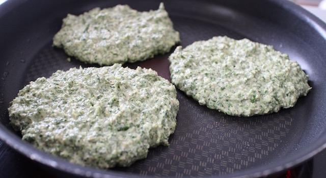 cuisson des pancakes - Pancakes a l'okara de legumes verts