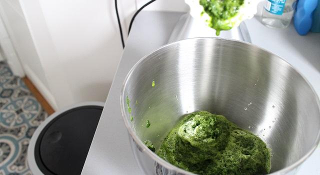 hacher les épinards - Jus vert detox