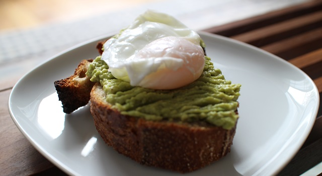 oeuf poché sur un avocado toast parfait
