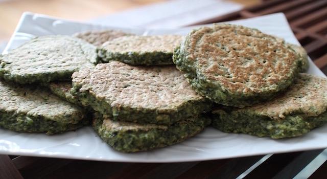 servir les pancakes salés - Pancakes a l'okara de legumes verts
