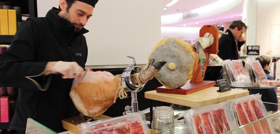découpe du jambon - Découverte la nouvelle grande épicerie de Paris