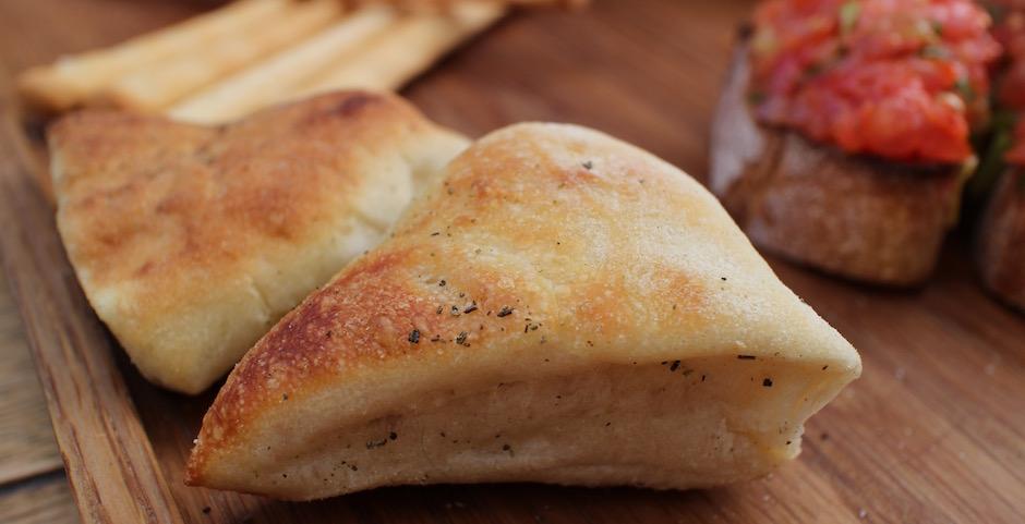 petits pains chauds - Restaurant Auteuil Brasserie mon QG de l'été