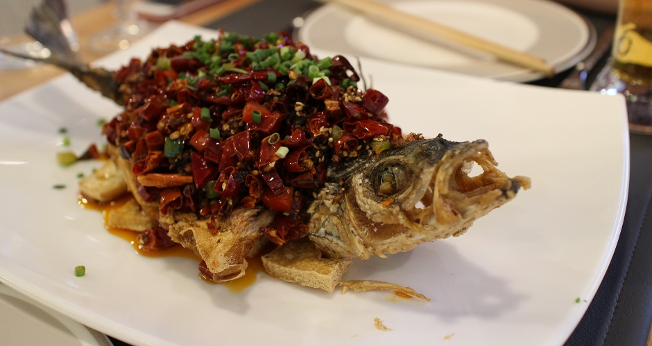 bar grillé à sec aux piments - Restaurant Les Saveurs du Sichuan