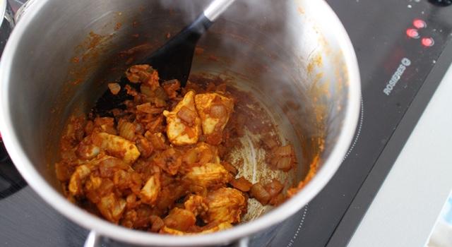 faire cracher les épices - Soupe thaï au poulet