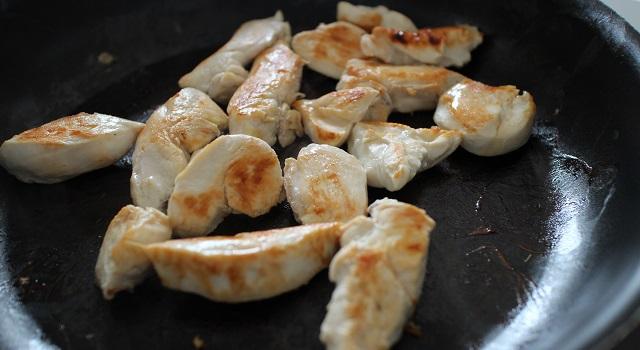 cuire le poulet - Risotto estival chèvre frais, citron, tomate séchée