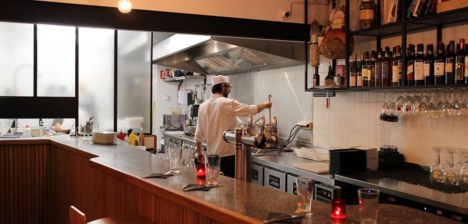 cuisine-ouverte-chef-restaurant-kuccini-les-tapas-a-litalienne