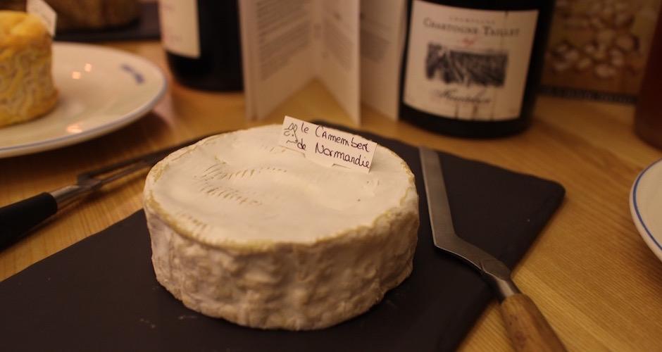 camembert-de-normandie-degustation-de-fromages-aop-canard-et-champagne