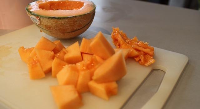 decuper-le-melon-sorbet-melon-mangue