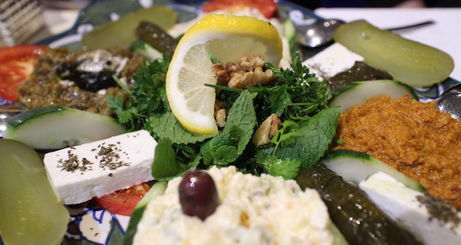 herbes-fraiches-et-fromage-restaurant-guylas-cuisine-perse-a-paris