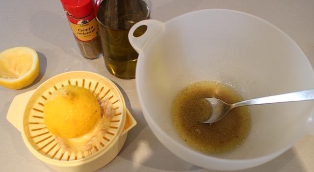 preparer-lassaisonnement-salade-cuite-de-carottes-au-cumin