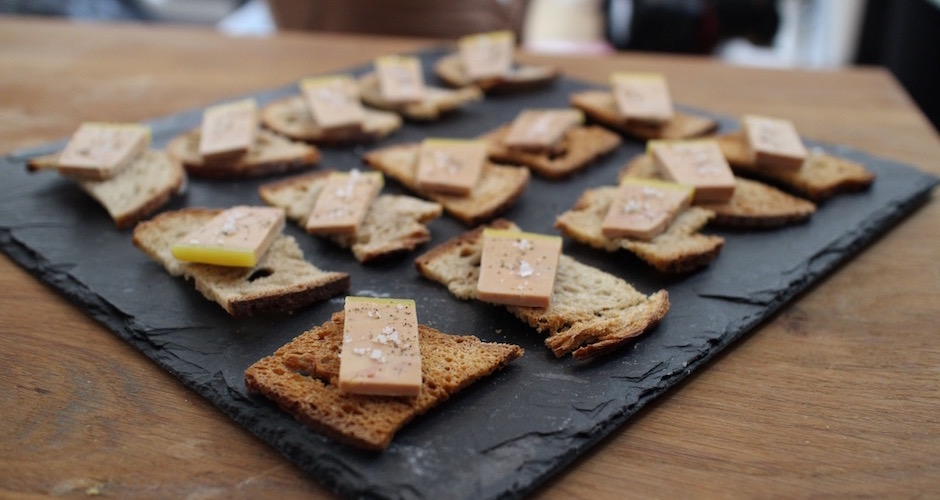 toasts-de-foie-gras-diner-de-noel-signe-christian-etchebest