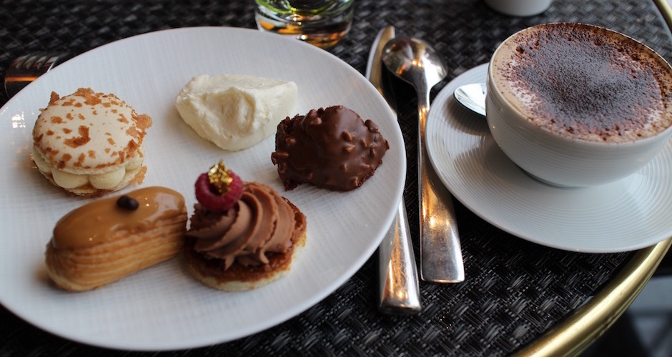 assortiment-de-desserts-brunch-de-princesse-au-fouquets-barriere