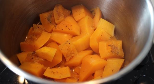 courge-douce-et-fondante-veloute-de-butternut-aux-marrons