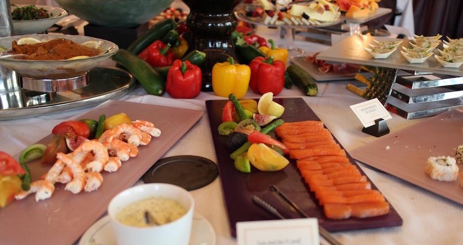 saumon-et-crevettes-brunch-de-princesse-au-fouquets-barriere