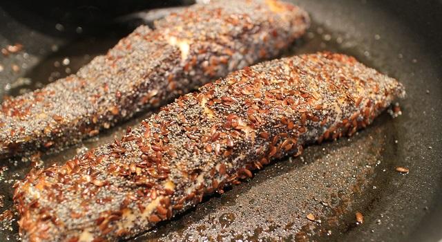 cuire-le-saumon-a-la-poele-healthy-saumon-pavot-graines-de-lin-patate-douce