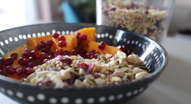 servir-le-granola-de-graines-granola-cru-de-cajou