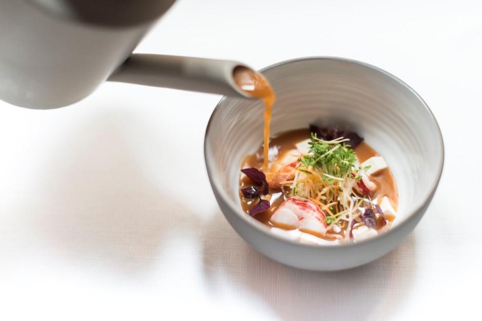 Soupe Miso au homard -buddha-bar-hotel-paris-5-etoiles-et-start-up