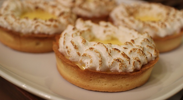 flamber la meringue au chalumeau - la-tarte-au-citron-meringuee