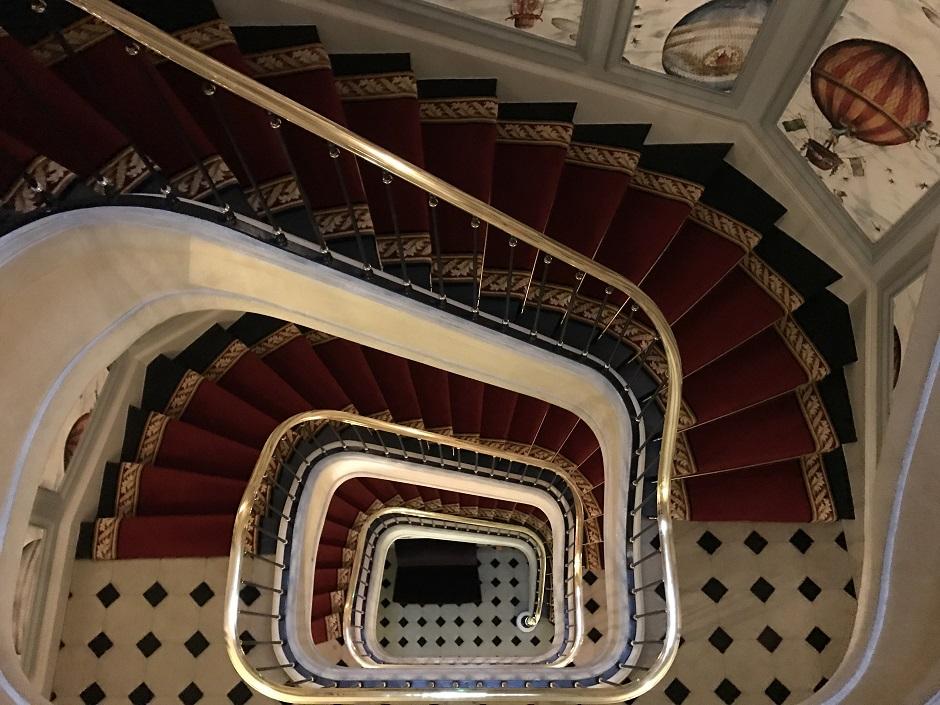 escalier hotel - Restaurant Saint-James Paris l'étoilé secret