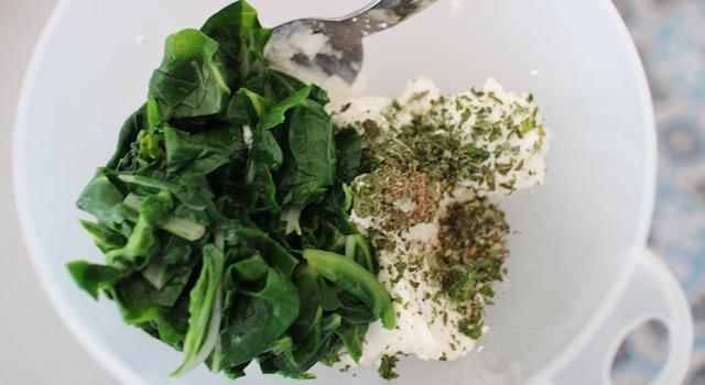 assaisonner la préparation - Boreks au brocciu et blettes