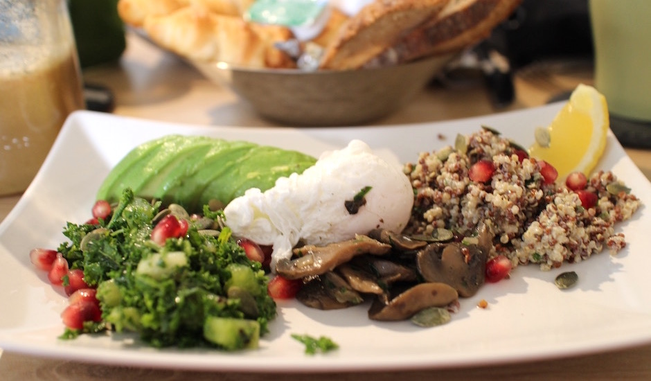 salade kale et avocat - Restaurant Ensuite - jus frais et brunch vitaminé
