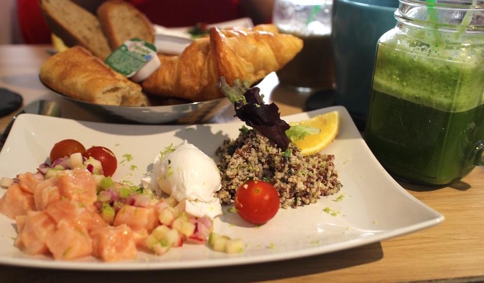 salade saumon - Restaurant Ensuite - jus frais et brunch vitaminé