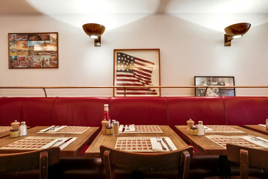 ambiance diner parisien - Restaurant Coffee Parisien - une histoire de famille