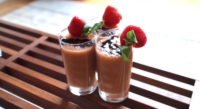 servir dans des verrines - Lovely Smoothie tomates fraises au basilic