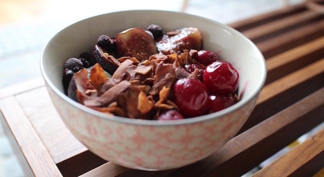 servir le bol - Breakfast bowl parfait healthy gourmand
