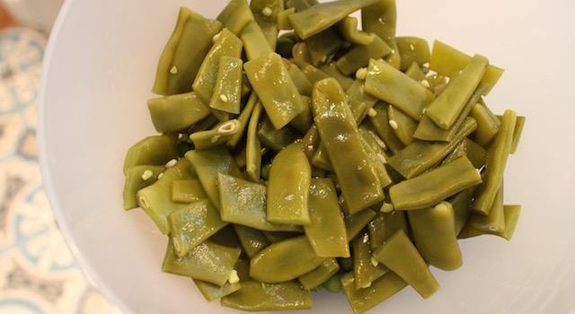 égouter les haricots - Légumes verts en salade