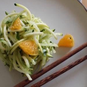 servir la Salade Fresh Minimaliste